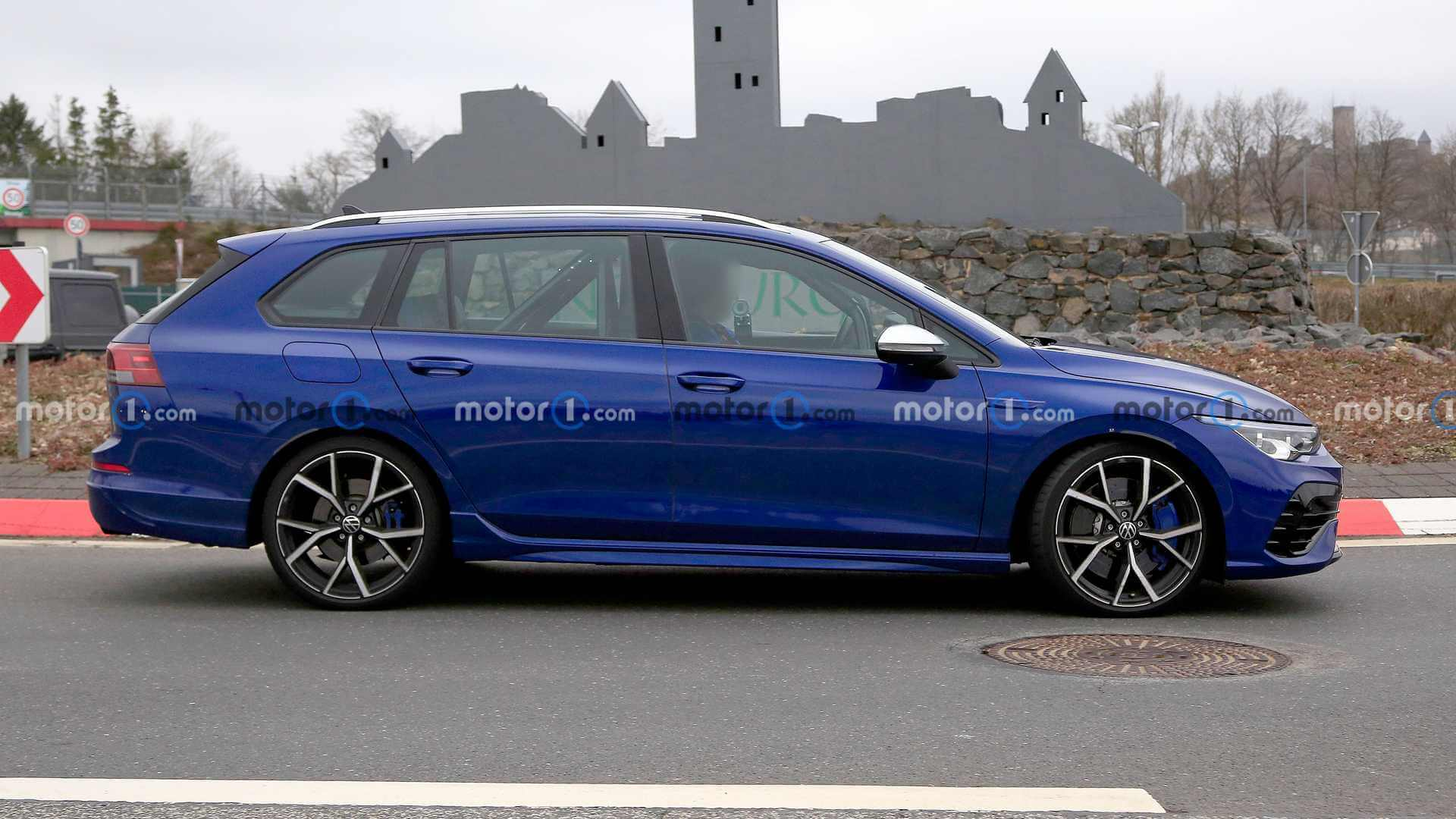 Будущий «сарай» Volkswagen Golf R замечен в окрестностях Нюрбургринга.